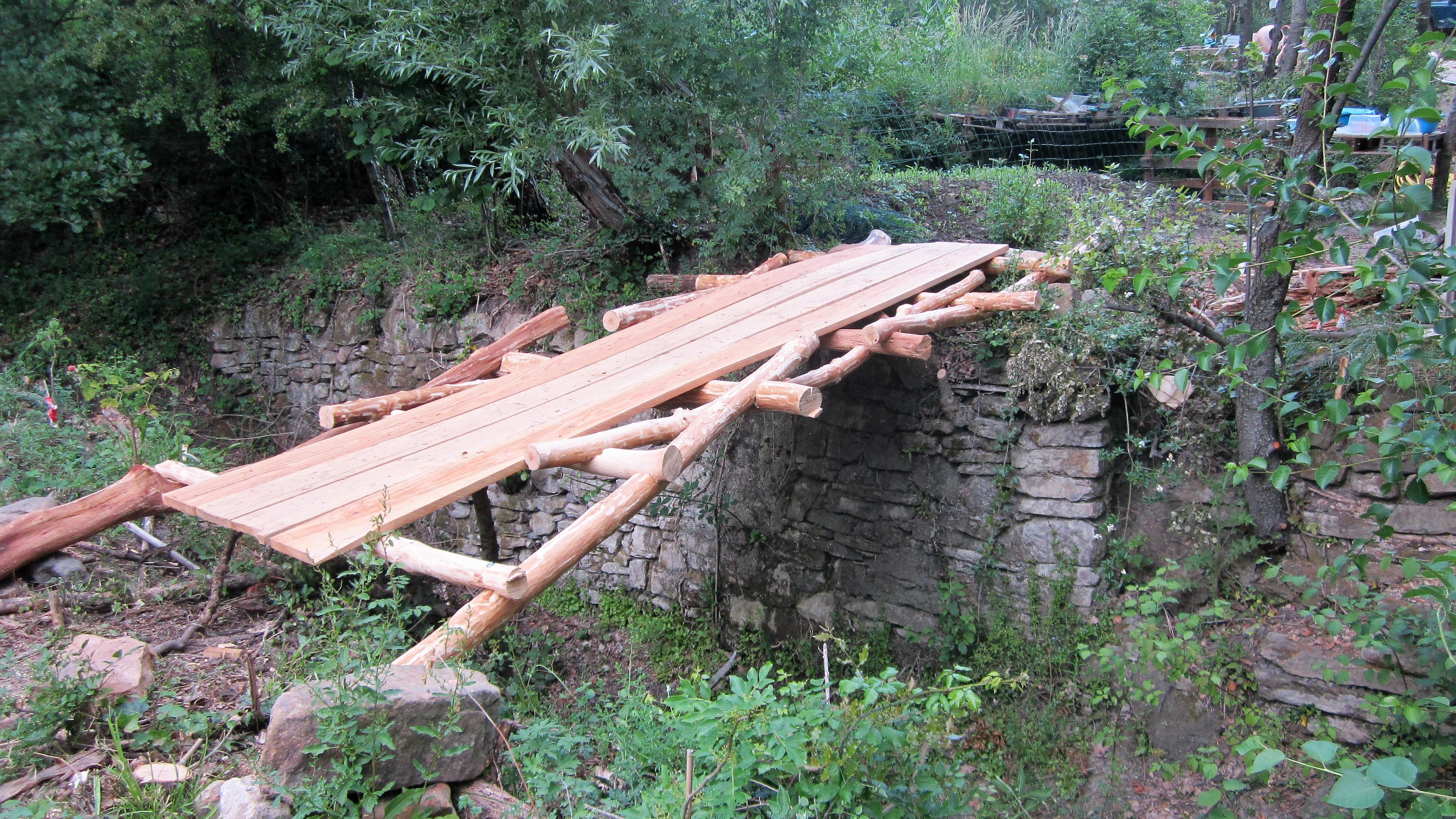 Comment Fabriquer Un Petit Pont En Bois le pont auto-porté de léonard de vinci - humus pays d'oc